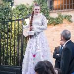 Zanquista dando la bienvenida a los invitados de la boda